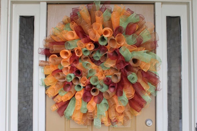 how to make a curly deco mesh wreath