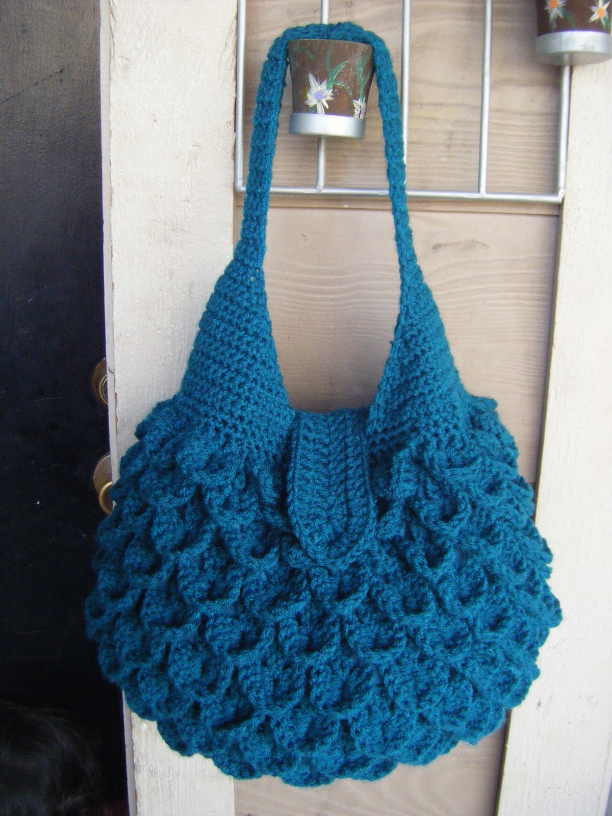 Free Crochet Patterns For Bags : Hip Hobo Bag - Christmas Crafts, Free Knitting Patterns, Free