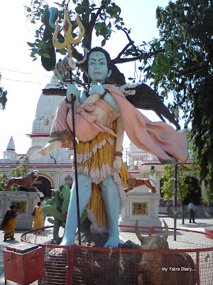 Daksh Prajapati Shiva Temple in Haridwar - Lord Shiva holding His consort Sati