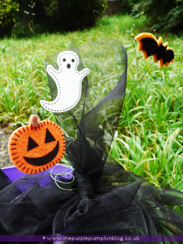 Trick or Treat Decorated Tub {Crafty October} at The Purple Pumpkin Blog