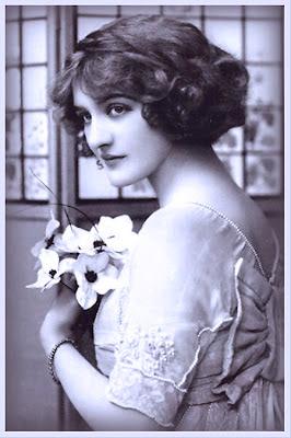 dama victoriana en tonos azules