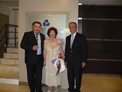 Junto a Ana María Cabrera y un directivo de UCES.