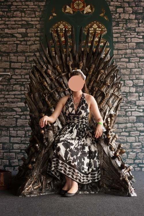iron throne, game of thrones, hbo, hra o trůny, železný trůn, lannister, tyrel, queen, georgiana quaint, quaintrelle, black, white, handmade, diy, dress, ootd, outfit post, 49th kviff, karlovy vary 2014