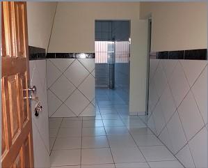 Aluga-se Casa com 2 quartos