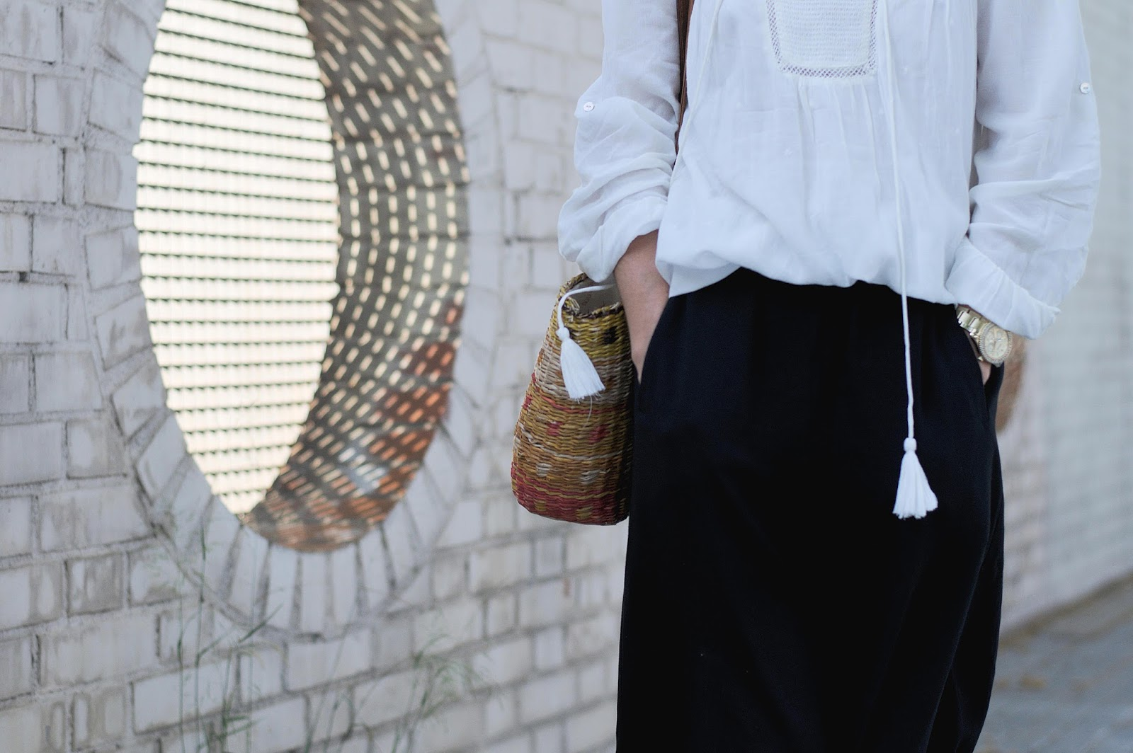 Blusa Mango, Culottes y  Sunnies HM, Cesto Pou Nou, Cuñas Zara