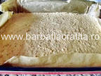 Prajitura cu cocos, nuca si crema preparare reteta blat cu nuca scos din cuptor