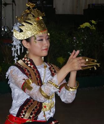 Tari Sembah, Lampung.