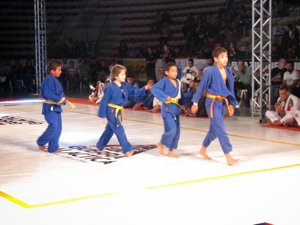 Crianças de projetos sociais se apresentam na Guerra Galáctica Brazilian Jiu-Jitsu