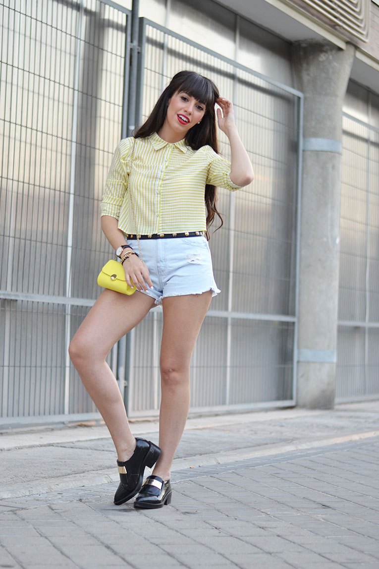 street style, checked shirt, square shirt, yellow clothing, moccasins, high waist shorts