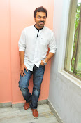 Karthi at Oopiri Pressmeet-thumbnail-6