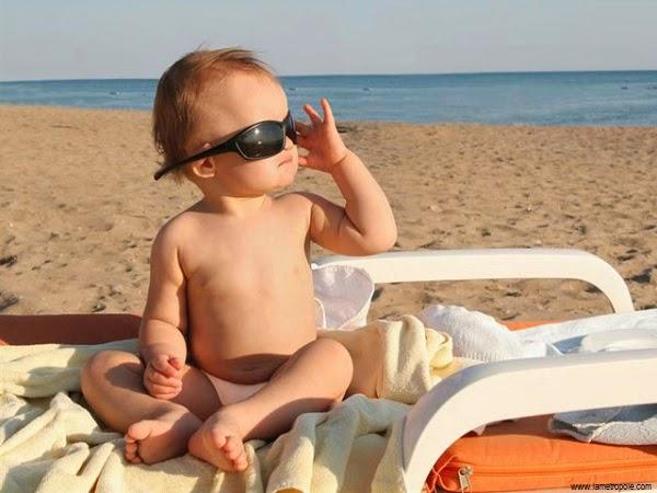 Photo bébé garçon dans la plage