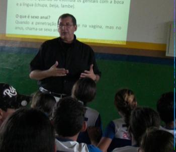 PALESTRA EM CAJAZEIRAS - E.M.J.P.S. - BEZERROS - PE - AGOSTO DE 2011