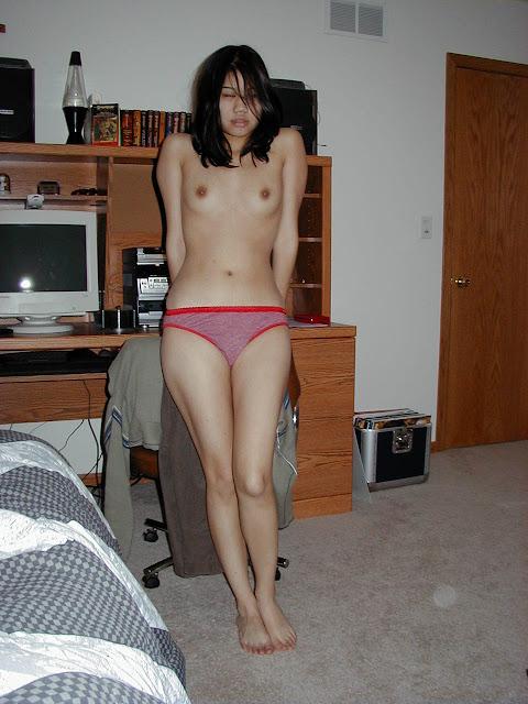 Cute Filipina Girlfriend shows her juicy vagina and wonderful naked (12pix)