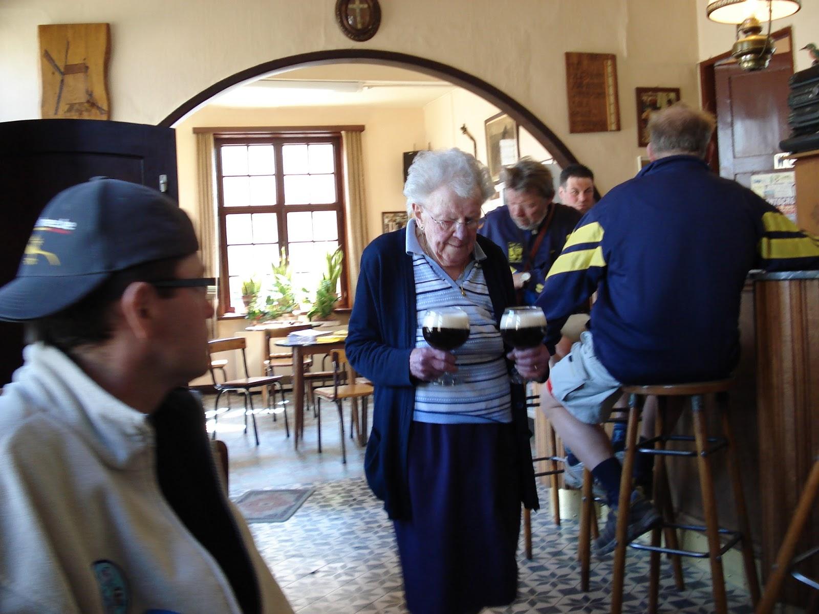 onderweg in het café de Vette Os in Leisele