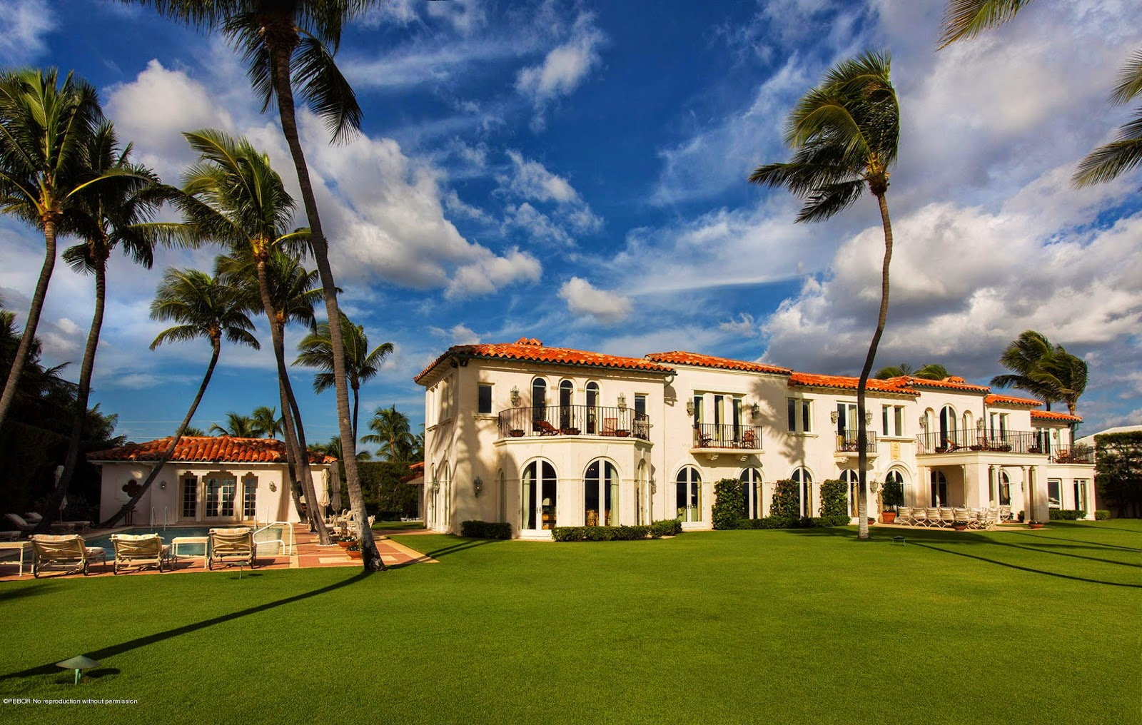 The Glam Pad The Kennedy Winter White House Is For Sale