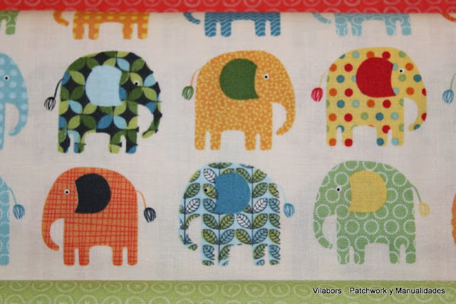 Detalle de la tela de Patchwork con Elefantes de diferentes colores