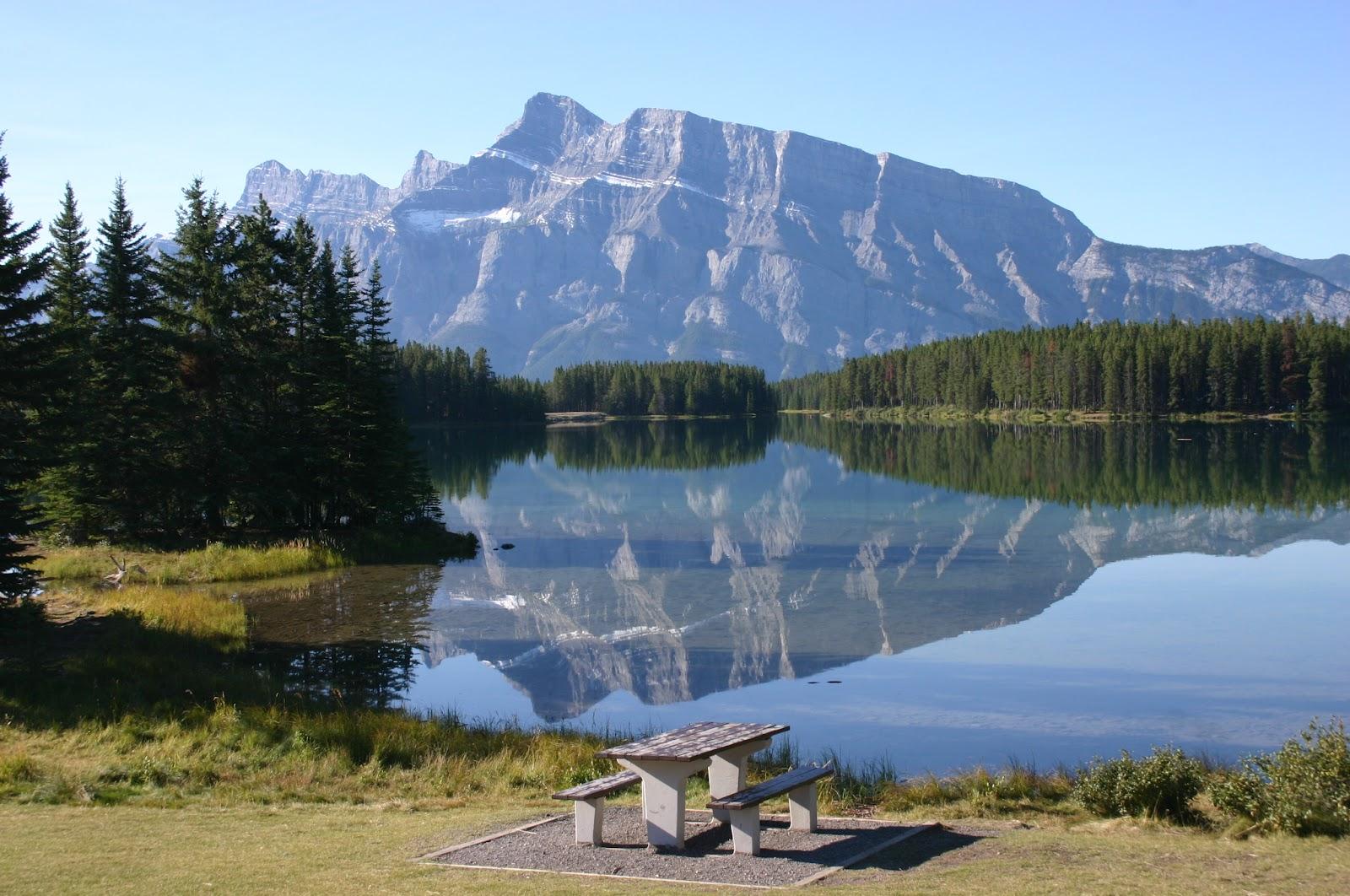 http://4.bp.blogspot.com/-WjOvuqqFhgA/T1LIlH9oEpI/AAAAAAAACdM/vUZi91tJAVw/s1600/Reflection_at_Two_Jack_Lake.jpg