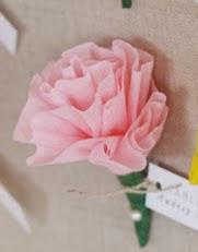 http://translate.googleusercontent.com/translate_c?depth=1&hl=es&rurl=translate.google.es&sl=en&tl=es&u=http://www.projectwedding.com/ideas/309963/diy-paper-flower-escort-cards&usg=ALkJrhgvRlU-ZmSkC46D7Rg2BpZOpRwZxA