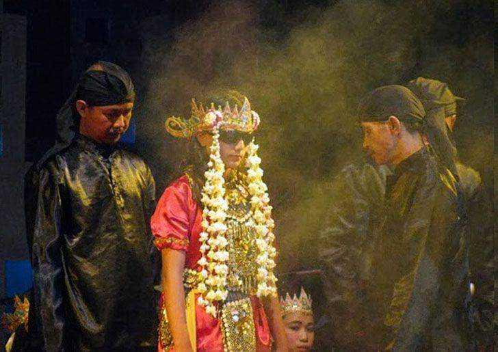 Tarian Sintren Asal Daerah Cirebon Jawa Barat