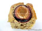 O bucata de prajitura cu prune si nuca