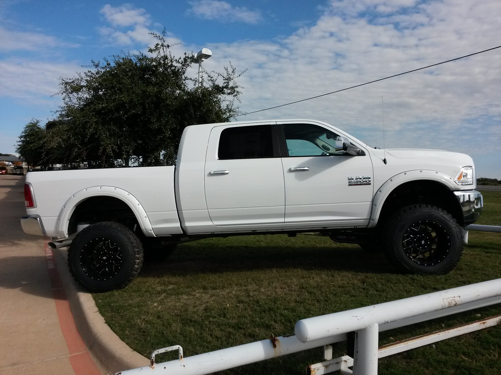 video 2016 ram 2500 4x4 laramie mega cab tricked out. Black Bedroom Furniture Sets. Home Design Ideas