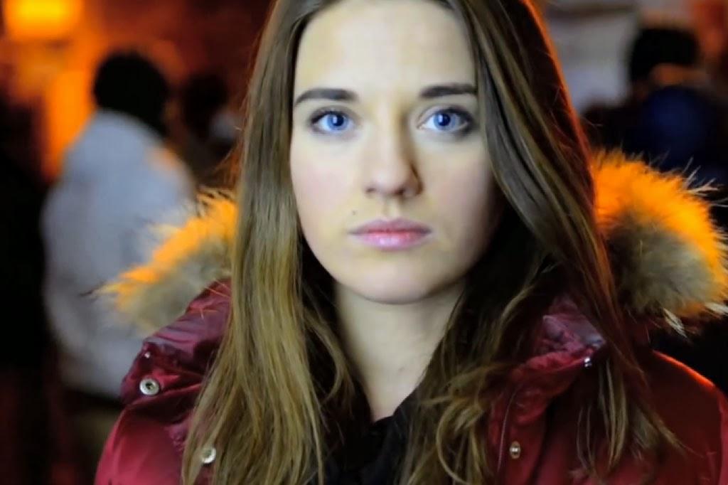 Jovem ucraniana pede socorro em vídeo feito em meio aos protestos na capital Kiev.