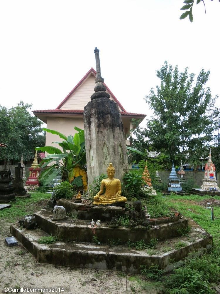 Buddha statue at Wat Nara Charoen Suk in Lipa Noi
