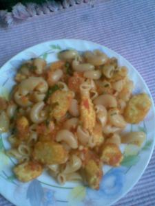 macaroni n baby corn in a fresh basil tomato sauce