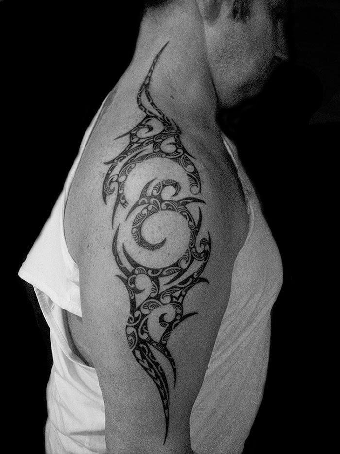 Polynésien Corps en folie photos et images de tatouages  - Tatouage Polynesien Epaule Bras