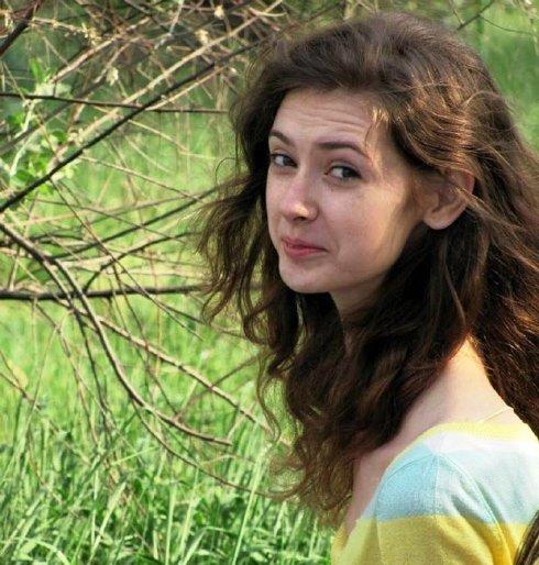 Lyudmila Tichenkoya gadis pemilik leher terpanjang di dunia