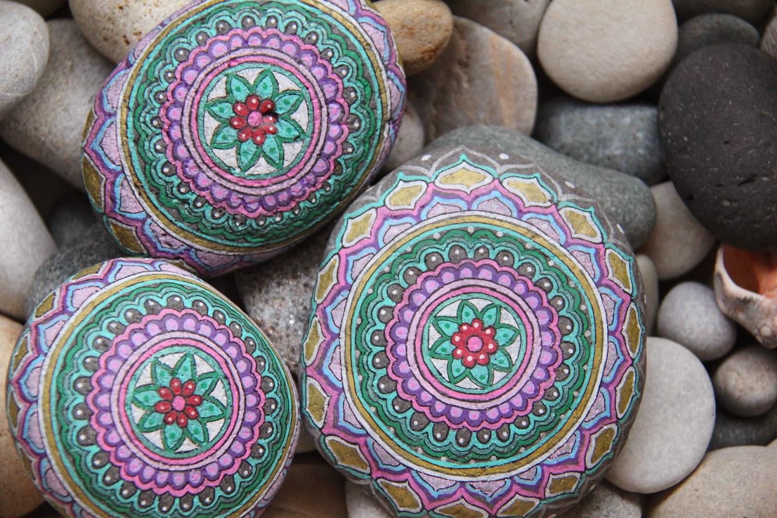 Nueve pinceladas de como lleg a m una piedra y su for Como pintar piedras