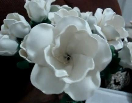 en casa flores en este caso con la tecnica de foami o goma eva