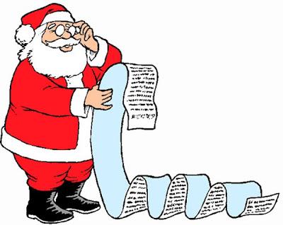 Santa mirando la lista de regalos