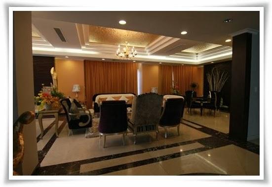 Nhìn từ bên ngoài vào phòng khách căn villas tại Saigon Pearl