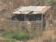 ranchos en quebradas de los cerros