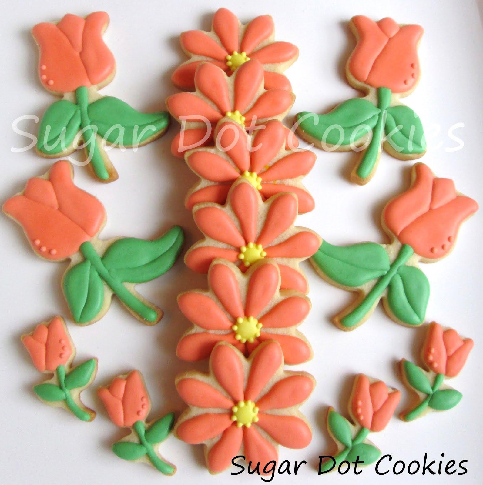 Aren't the tulips sweet? Oh how I love mini cookies.