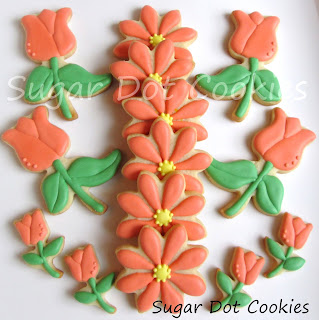 Aren't the tulips sweet? Oh how I love mini cookies.