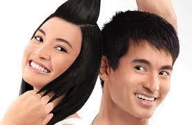 Benarkah Pria dan Wanita Perlu Shampo Antiketombe yang Berbeda?