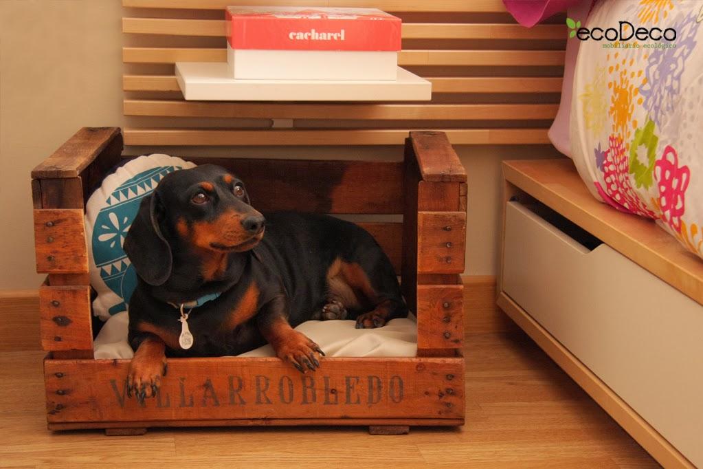 reciclar cajas de fruta y vino para crear cuna para perros