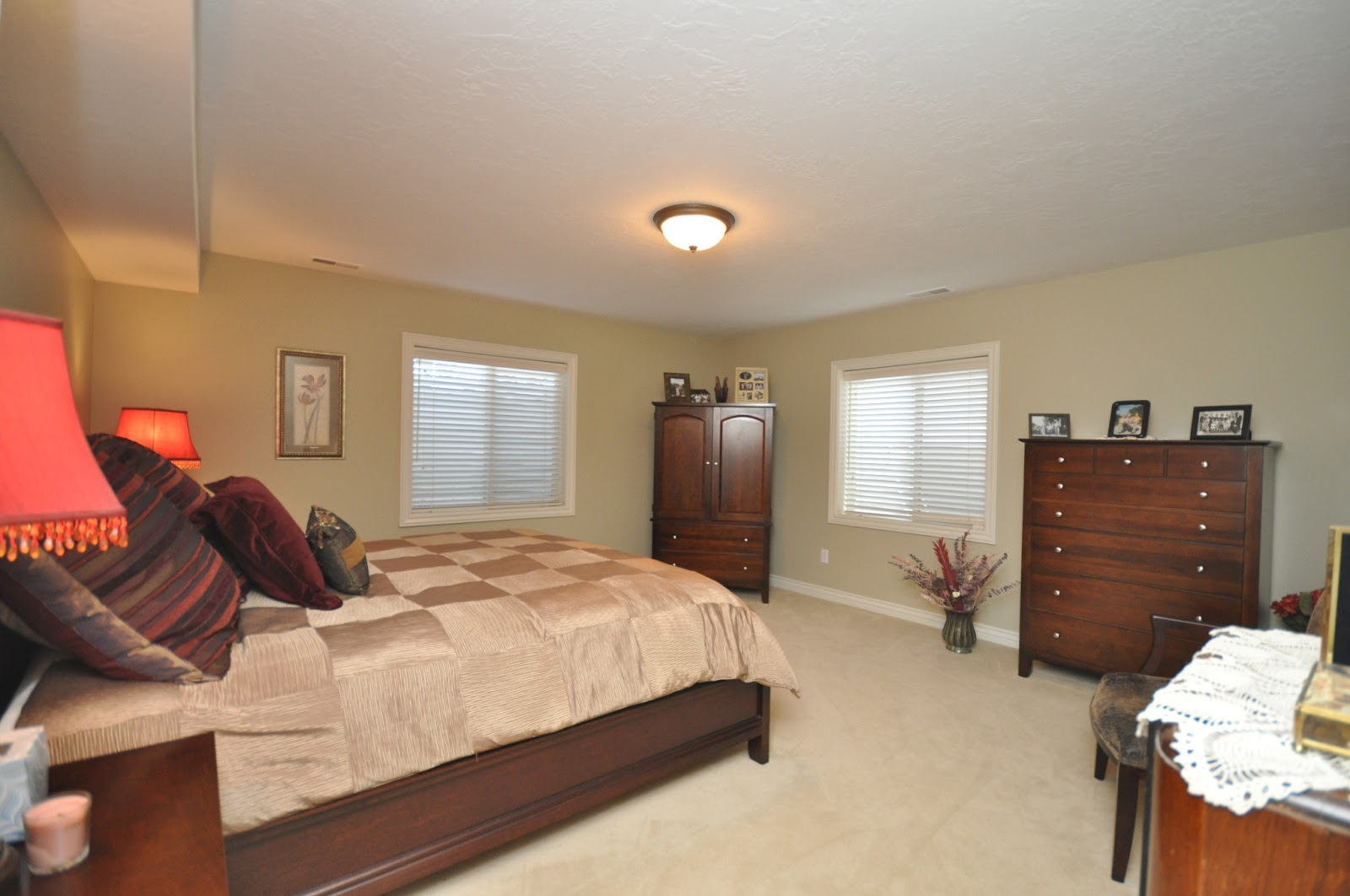 the shanna day team charming 3 bedroom basement home in gated