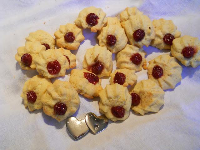 biscotti all'amarena modello simili
