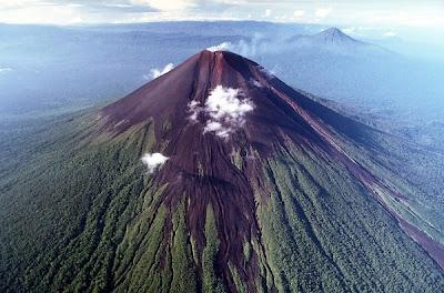 Macam-macam Gunung Api Berbahaya di Dunia