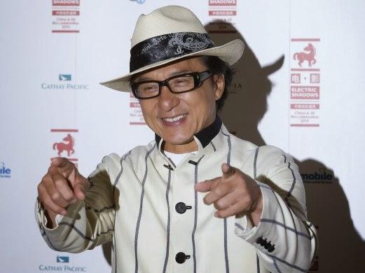 Jackie Chan bertemu peminat di Kuching Sabtu