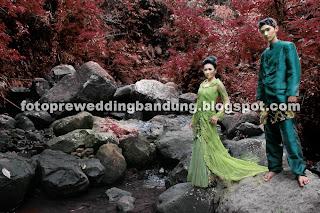 Foto Pre Wedding Outdoor Lucu Unik