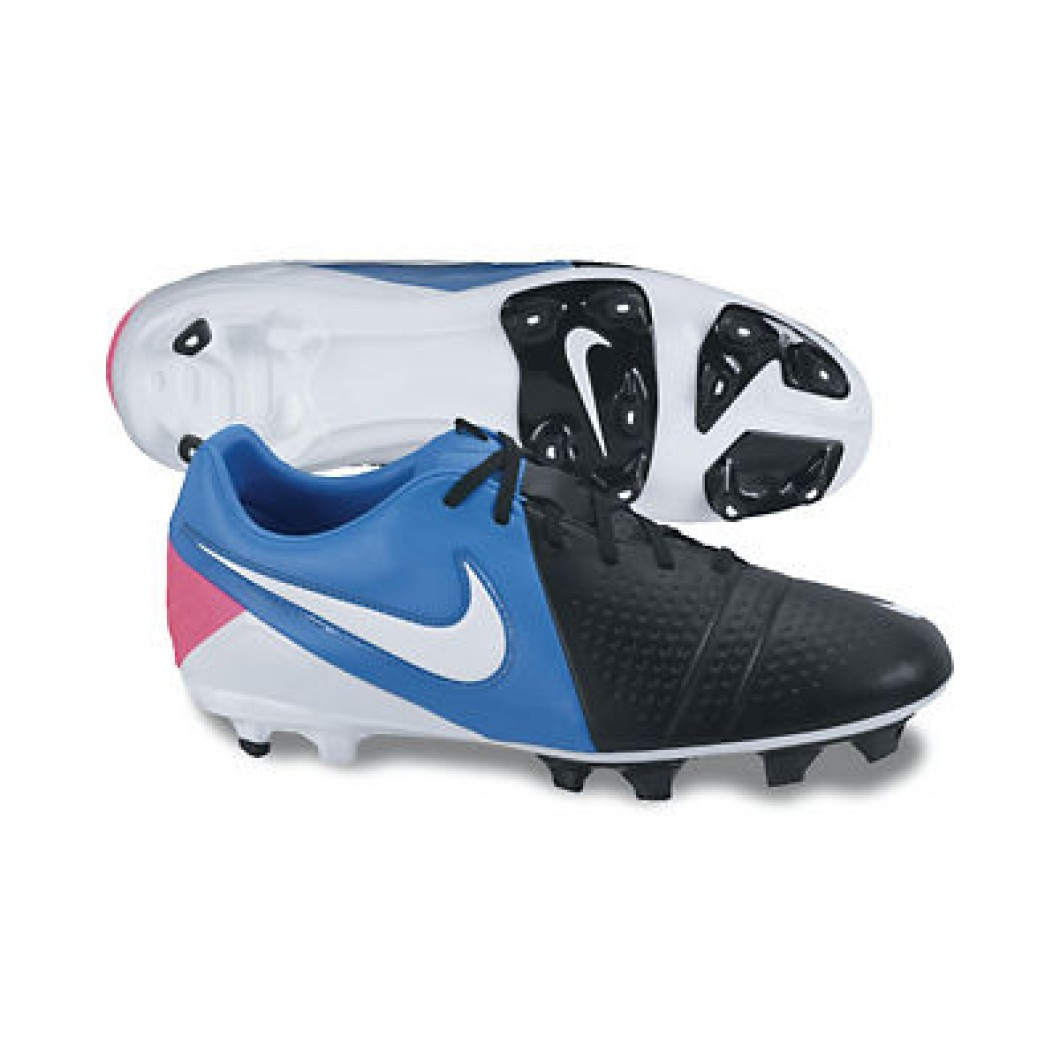 best soccer shoes information of soccer in world