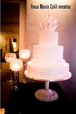 mesa preta, taça vela, bolo