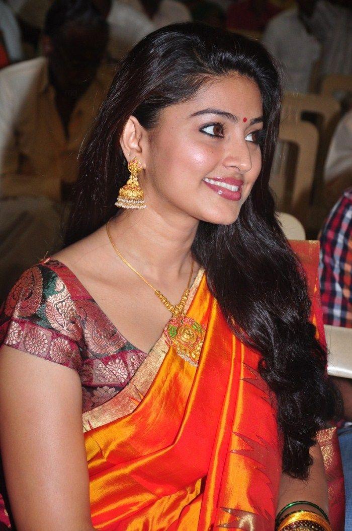 http://4.bp.blogspot.com/-WnSCE-XGudU/ThA35ql9H5I/AAAAAAAAbwc/ToC7j6BxvDs/s1600/tamil+actress+sneha+saree+stills+2.jpg