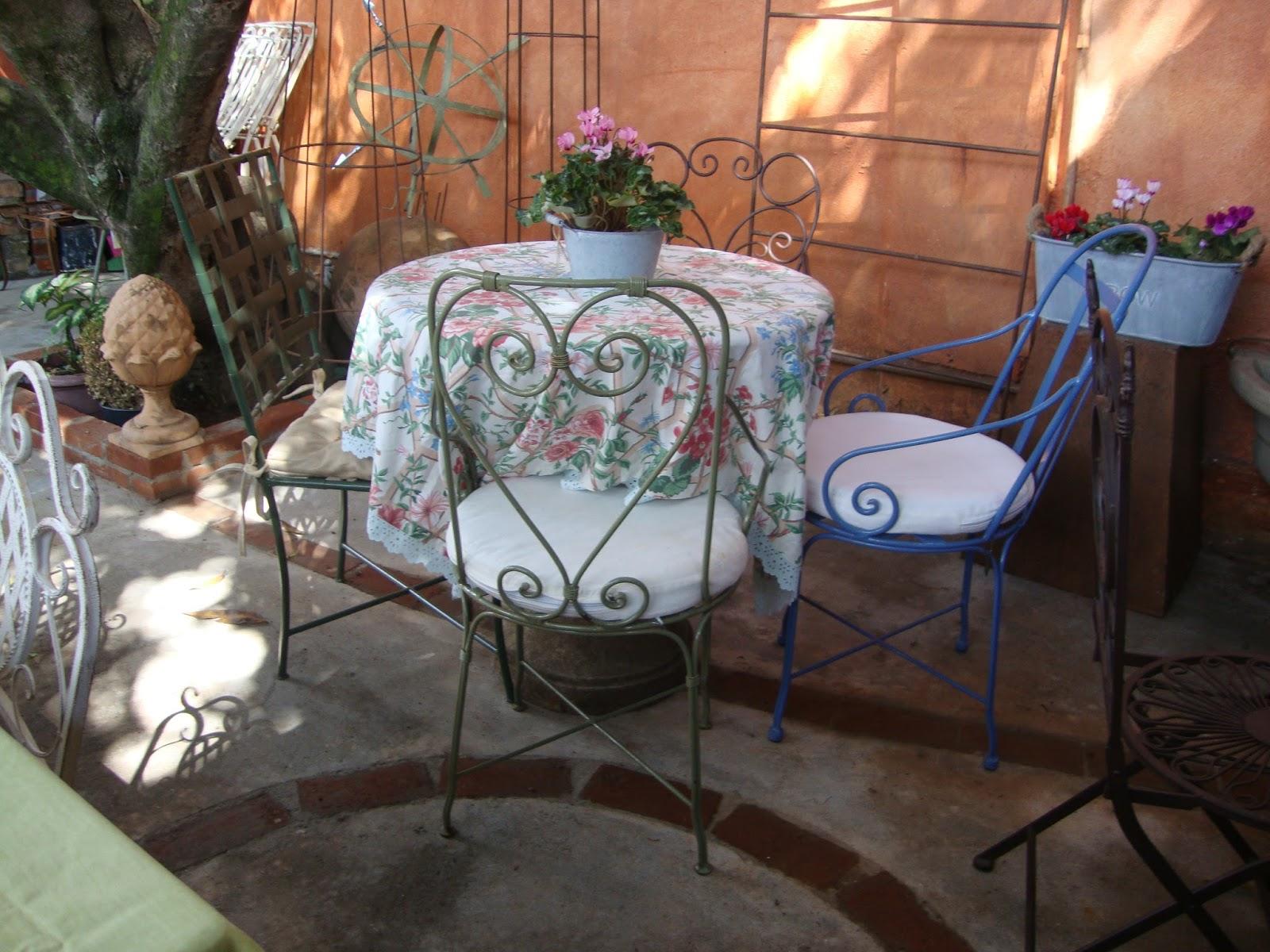decoracao ferro jardim: Serralheria de Charme: Móveis de Ferro para almoçar no seu jardim