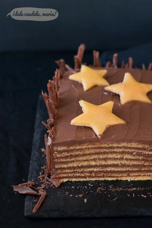 tarta dobos de capas de bizcocho con crema de chocolate