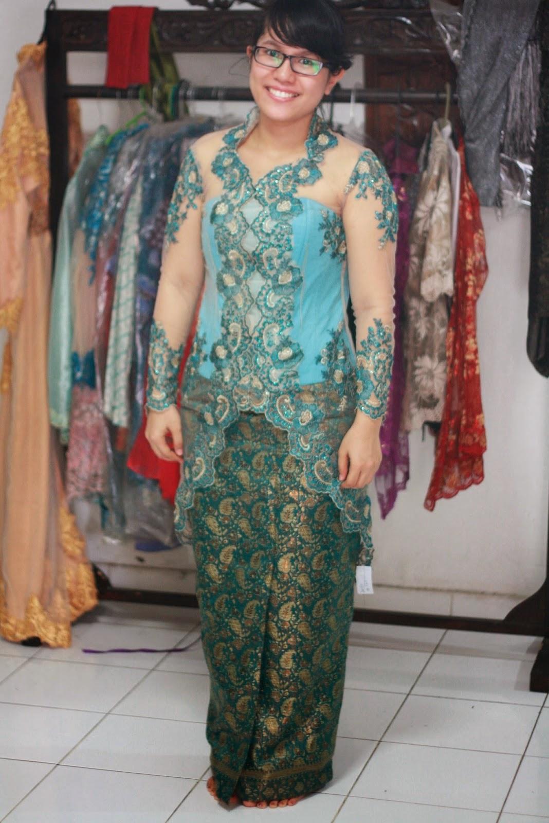 Begini Cara Memilih Model Baju Kebaya Modern Untuk Wanita Gemuk